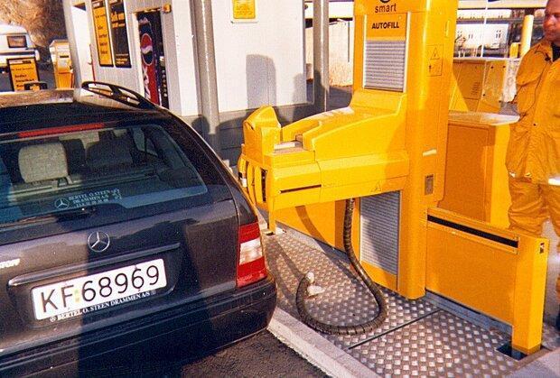 سیستم رباتیکی که بنزین می زند