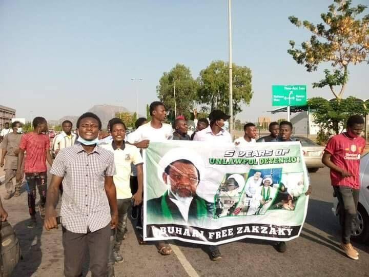خبرنگاران مردم نیجریه برای آزادی شیخ ابراهیم زکزاکی تظاهرات کردند